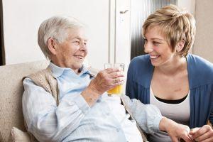 Ein Pflegefall zu werden, ist schlimm genug. Mit der richtigen Vorsorge, lässt sich zumindest die finanzielle Situation besser verkraften.  Foto: oh