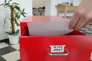 Nur die zweitbeste Lösung: das Testament in einer eigenen Schublade daheim aufbewahren. Foto: Blattwerkstatt