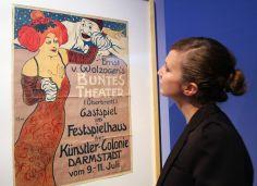 Darmstädter Plakat aus der Ausstellung der Mathildenhöhe in Darmstadt, die Plakate der Künstlerkolonie zeigt. Foto: epd