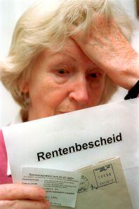 Was draufsteht auf dem Rentenbescheid, muss nicht immer drin sein. F'oto:epd