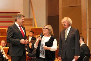 Reinhard Kleber (links) von der HypoVereinsbank freute sich über die Dankesworte von Petra Nossek-Bock (Magazin sechs+sechzig) und Horst Schmidbauer (Lebenshilfe Nürnberg). Foto: Cindirc
