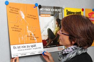 »Es ist nie zu spät«: Plakat im Flur des Seniorenamts Erlangen. Foto: Mile Cindric