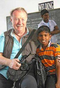 Der Lohn aller Mühen: Manfred Rathgeber erfährt Freude und Dankbarkeit von den Kindern, denen er hilft. Foto: Ilse Weiß