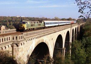 Mit der Bahn  kann man schöne Reisen machen.   Foto: epd