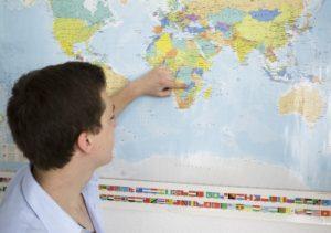 Nicht nur junge Menschen wie Johannes Ruß verbringen ein  Jahr als Freiwilliger  im Ausland. Stipendien fördern Einsätze von Älteren. Foto: epd